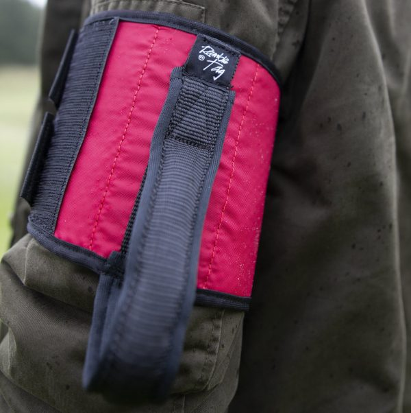 Red original ramble tag on upper arm of guide, it has a black rim and handle